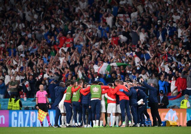 Soccer Football - Euro 2020 - Final - Italy v England - Wembley Stadium, London, Britain - July 11, 2021 England team huddle during extra time