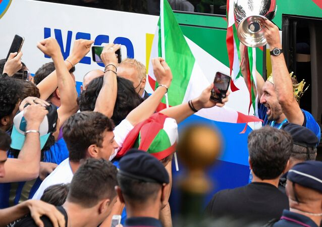Soccer Football - Euro 2020 -  Rome, Italy - July 12, 2021 - Italy's Giorgio Chiellini exits the bus holding the Euro 2020 cup as the team arrives at the Parco dei Principi hotel after winning the European Championship