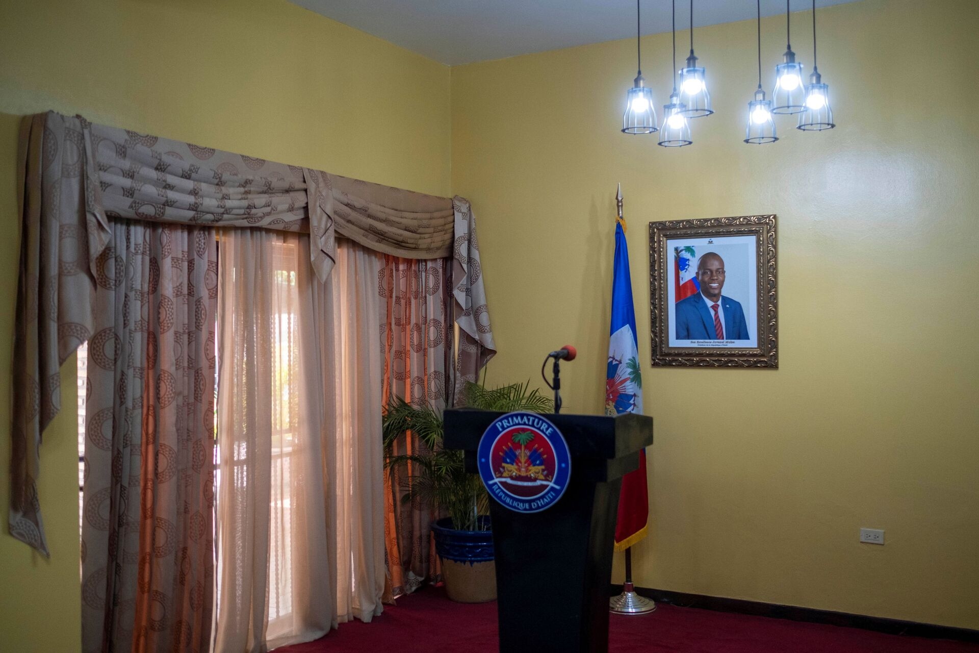 A picture of the late Haitian President Jovenel Moise hangs on a wall before a news conference by interim Prime Minister Claude Joseph at his house, almost a week after his assassination, in Port-au-Prince, Haiti July 13, 2021 - Sputnik International, 1920, 07.09.2021