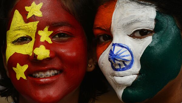 Indian school pupils pose with their faces painted with India's (R) and China's national flags in Chennai on 10 October 2019. - Sputnik International