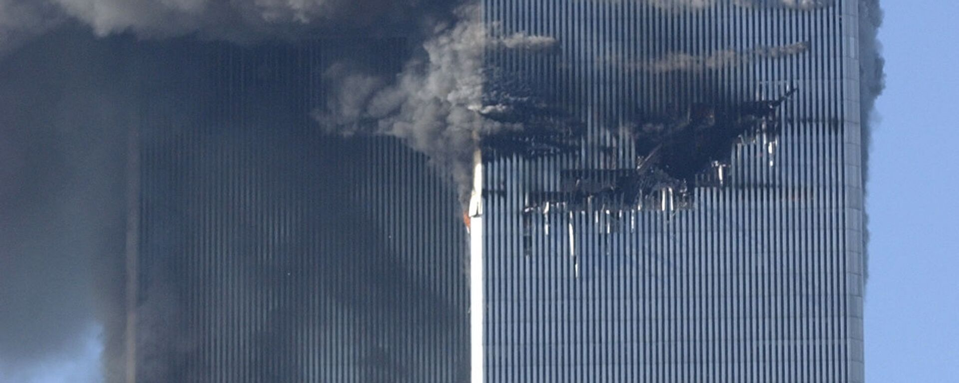 Smoke billows from the North and South Towers of the World Trade Center before they collapsed on September 11, 2001 in New York, NY - Sputnik International, 1920, 17.07.2021