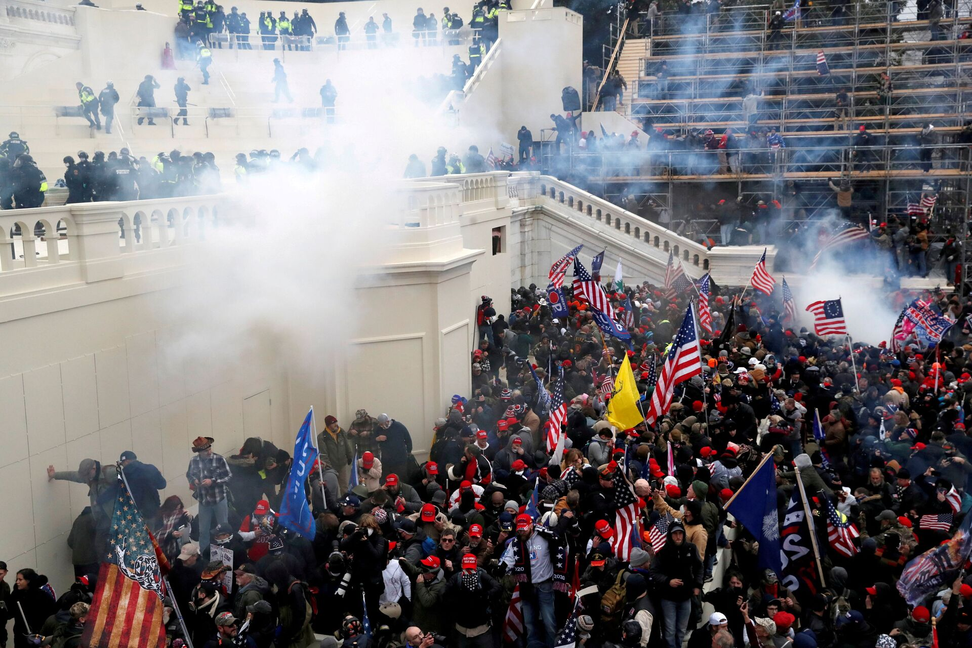 Police release tear gas into a crowd of pro-Trump protesters during clashes at a rally to contest the certification of the 2020 U.S. presidential election results by the U.S. Congress, at the U.S. Capitol Building in Washington, U.S, January 6, 2021. - Sputnik International, 1920, 12.09.2021