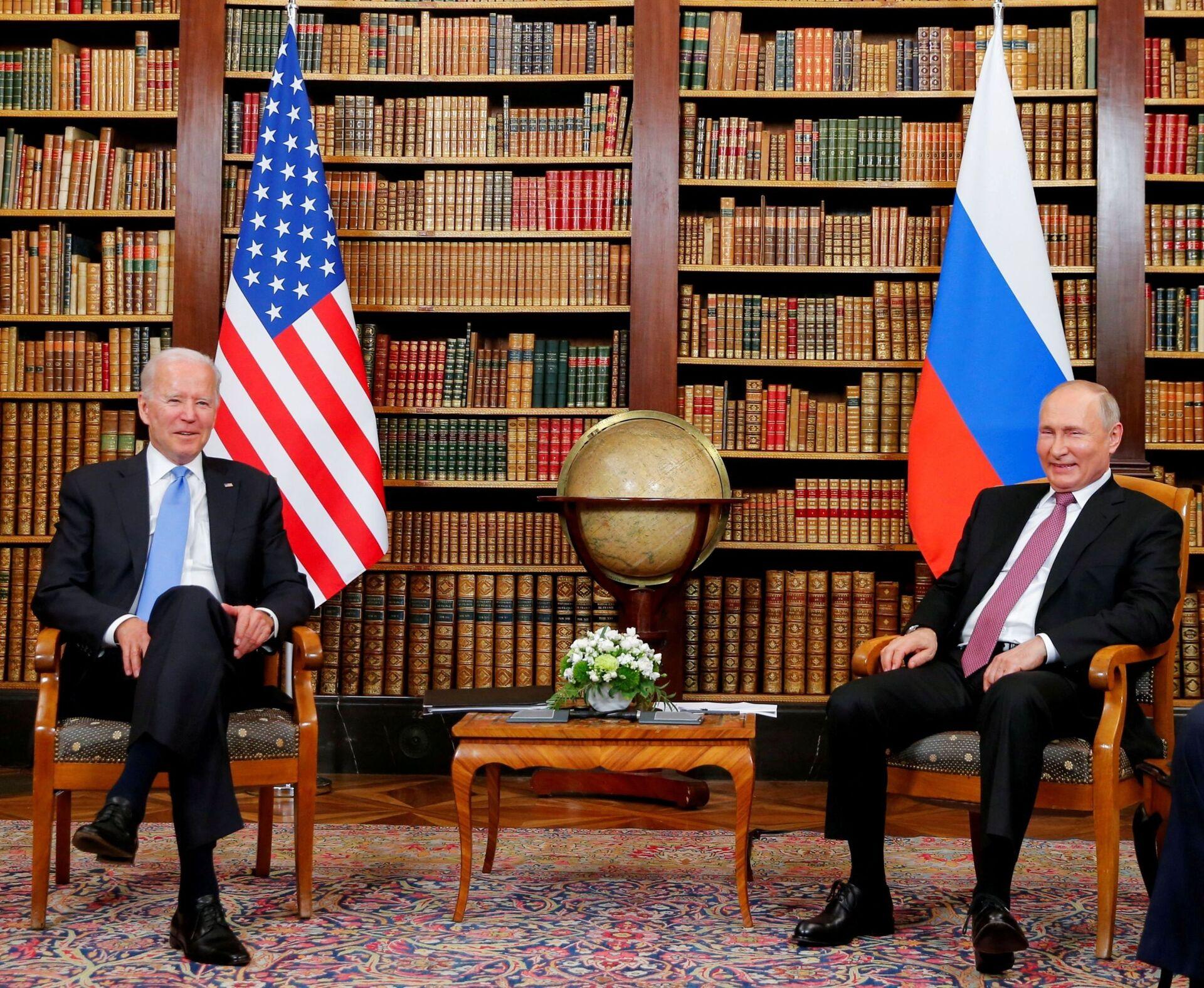 U.S. President Joe Biden and Russia's President Vladimir Putin meet for the U.S.-Russia summit at Villa La Grange in Geneva, Switzerland, June 16, 2021. - Sputnik International, 1920, 07.09.2021
