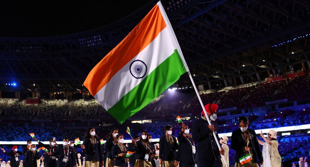 Tokyo 2020 Olympics - The Tokyo 2020 Olympics Opening Ceremony - Olympic Stadium, Tokyo, Japan - July 23, 2021. Flag bearers Harmanpreet Singh of India and Mary Kom Hmangte of India lead their contingent during the athletes' parade at the opening ceremony REUTERS/Kai Pfaffenbach