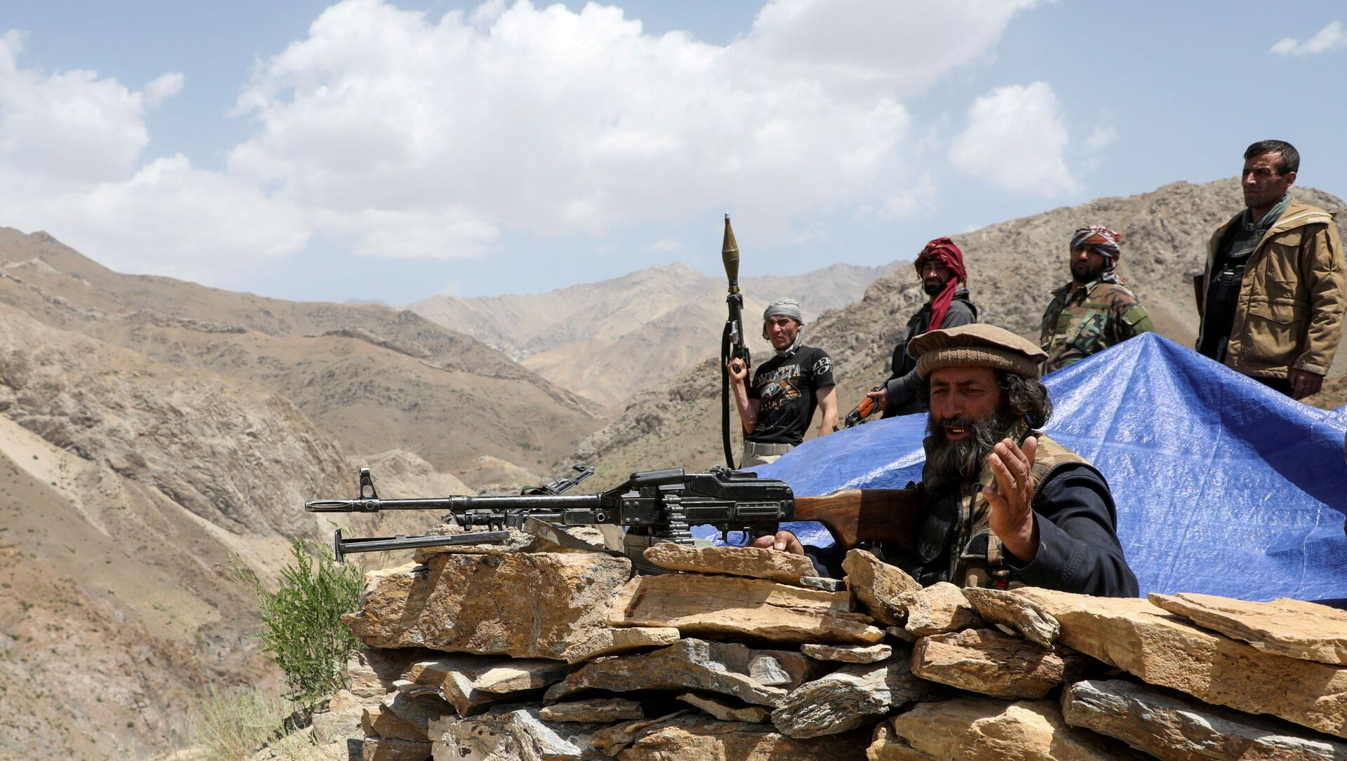 Armed men who are against Taliban uprising stand at their check post, at the Ghorband District, Parwan Province, Afghanistan June 29, 2021. - Sputnik International, 1920, 02.08.2021