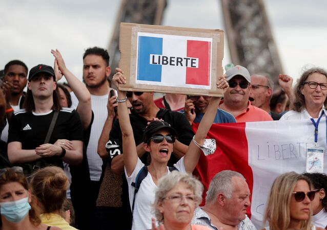 Protesters attend a demonstration called by the French nationalist party Les Patriotes (The Patriots) against France's restrictions to fight the coronavirus disease (COVID-19) outbreak, on the Droits de l'Homme (human rights) esplanade at the Trocadero Square in Paris, France, July 24, 2021. REUTERS/Benoit Tessier