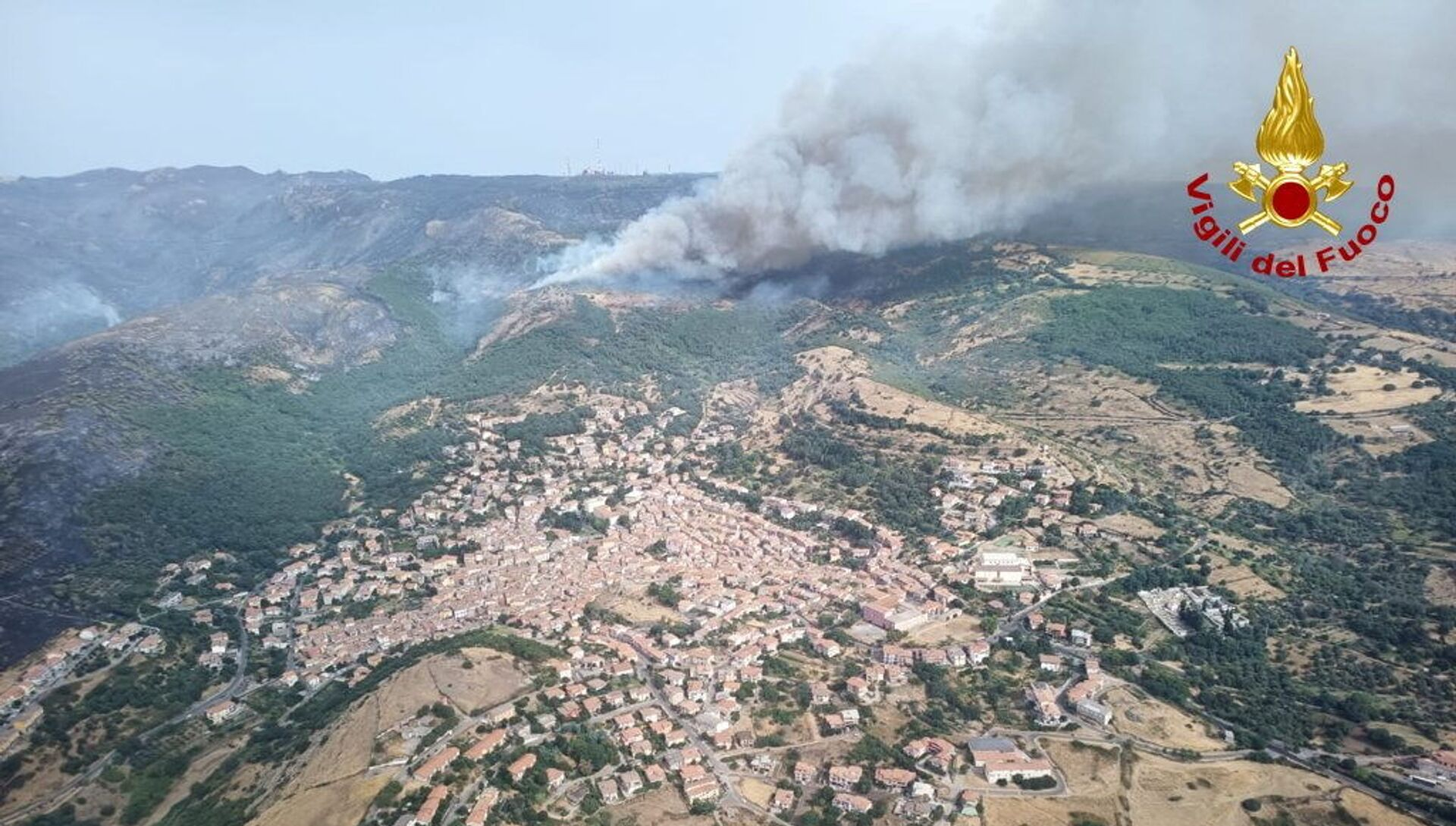An aerial view from a helicopter shows a large wildfire that broke out near Santu Lussurgiu, Sardinia, Italy July 25, 2021. - Sputnik International, 1920, 25.07.2021