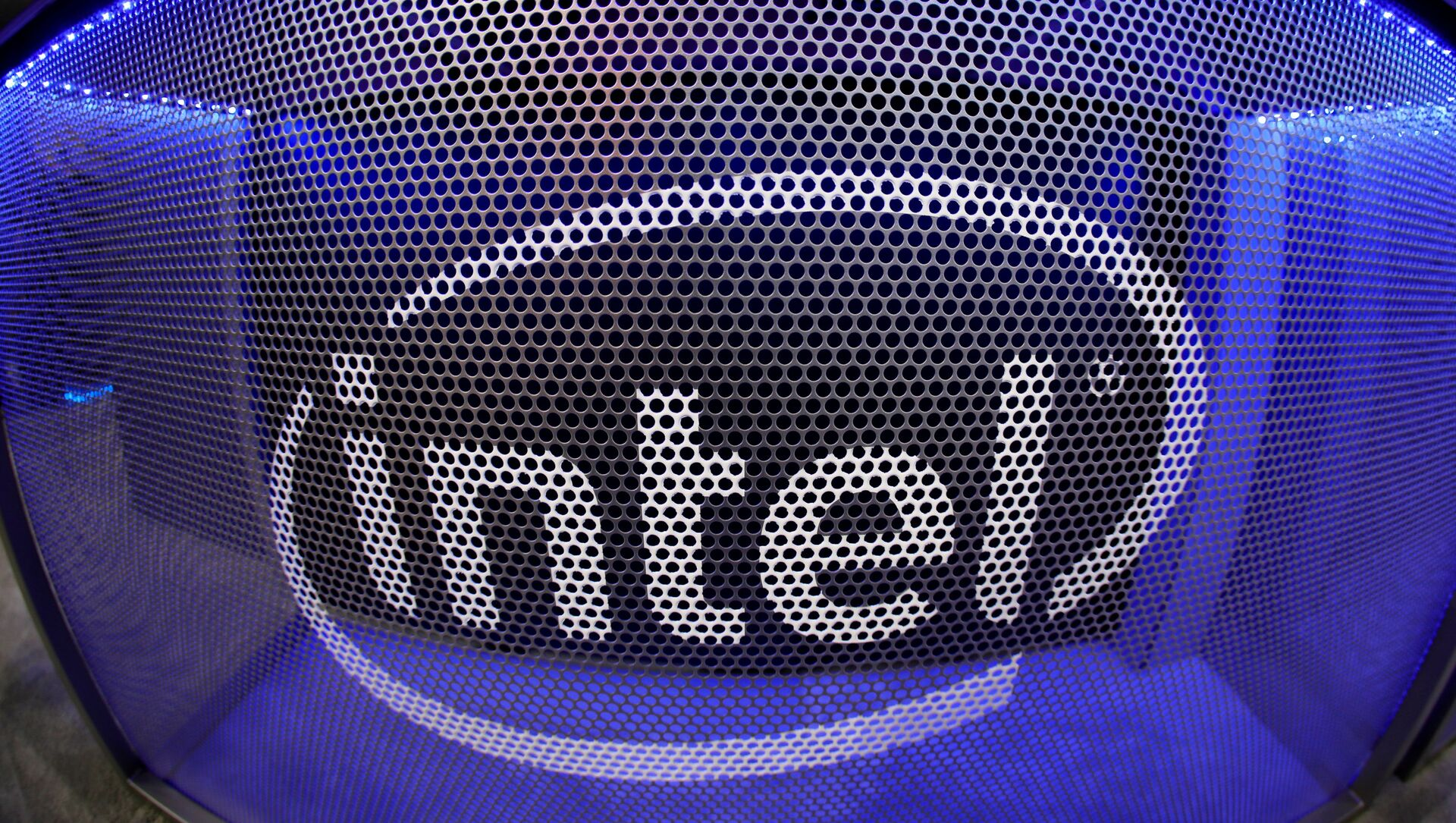 Computer chip maker Intel's logo is shown on a gaming computer display during the opening day of E3, the annual video games expo revealing the latest in gaming software and hardware in Los Angeles, California, U.S., June 11, 2019.   - Sputnik International, 1920, 25.07.2021