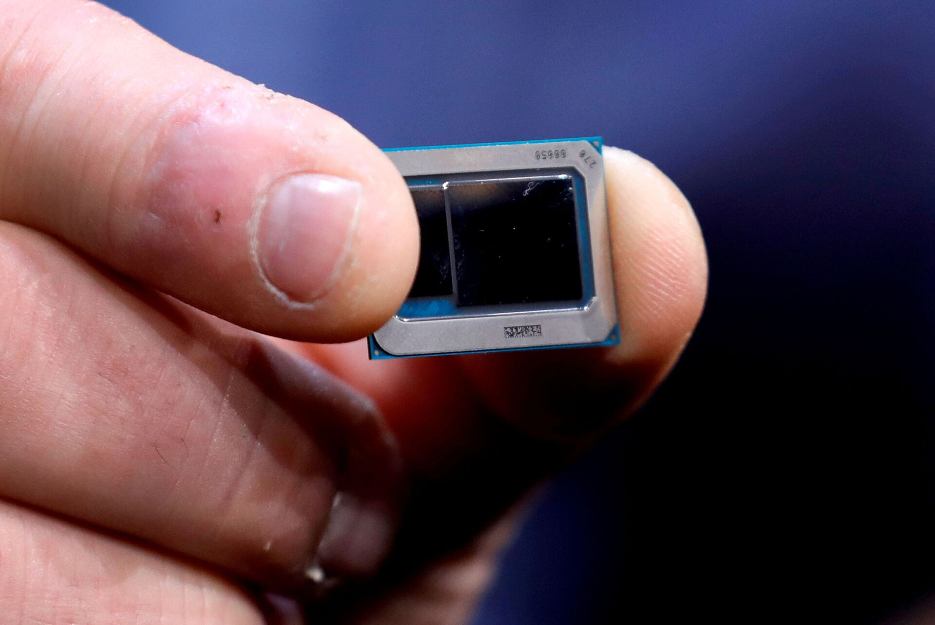 An Intel Tiger Lake chip is displayed at an Intel news conference during the 2020 CES in Las Vegas, Nevada, U.S. January 6, 2020.  - Sputnik International, 1920, 07.09.2021