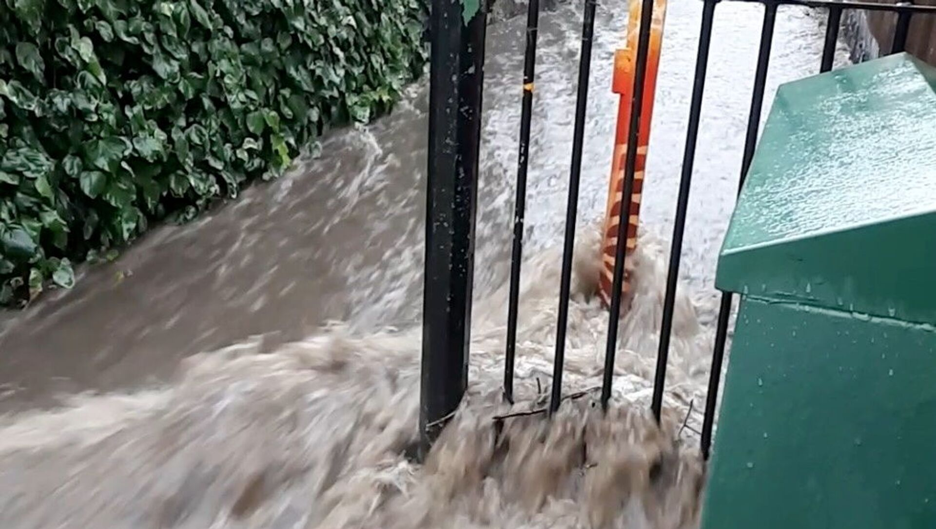 Floodwater flows out of Queen's Wood into Wood Vale, London, Britain in this still frame obtained from social media video dated July 12, 2021.  - Sputnik International, 1920, 26.07.2021