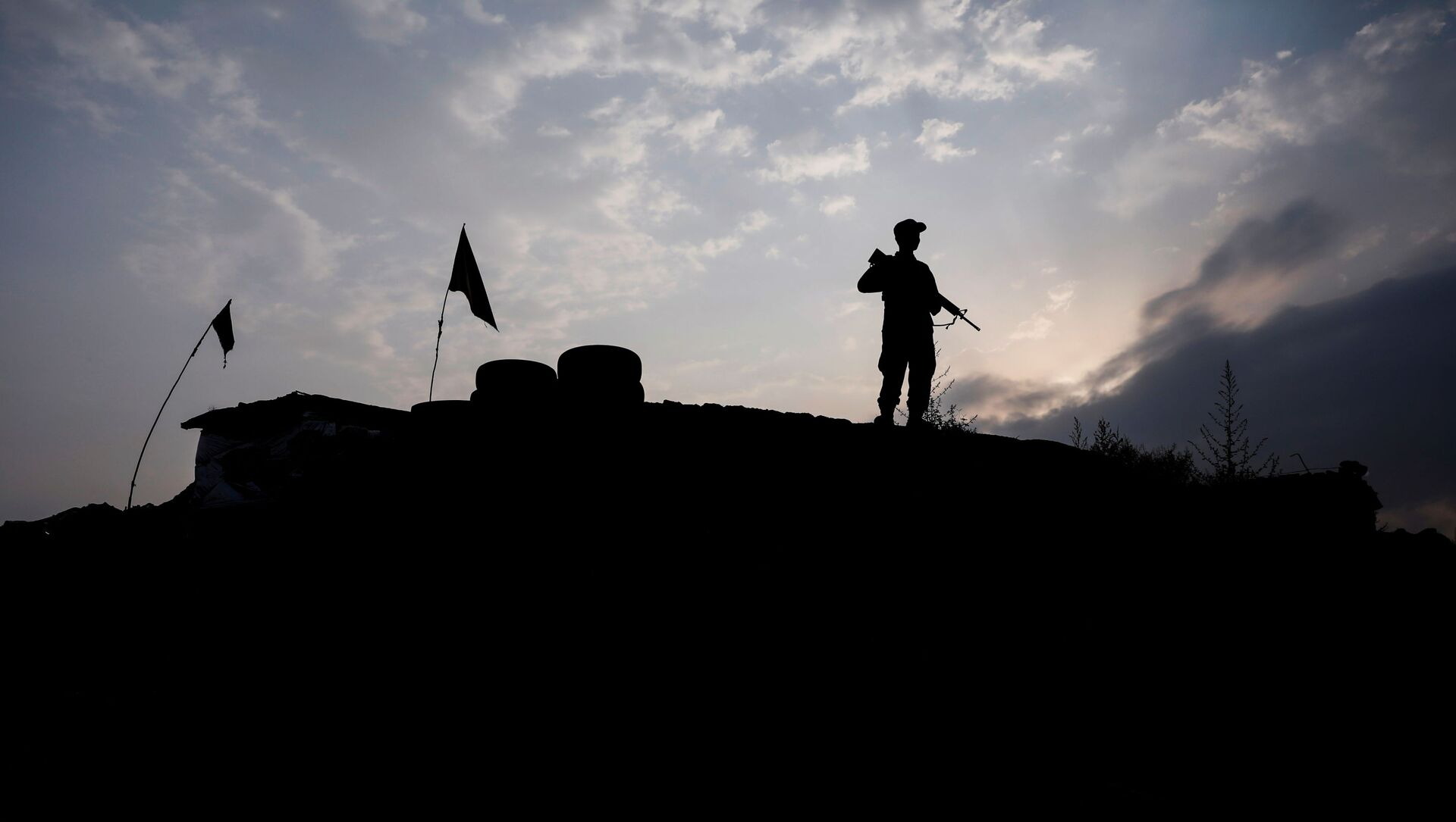 An Afghan police officer keeps watch at the check post on the outskirts of Kabul, Afghanistan July 13, 2021. - Sputnik International, 1920, 27.07.2021