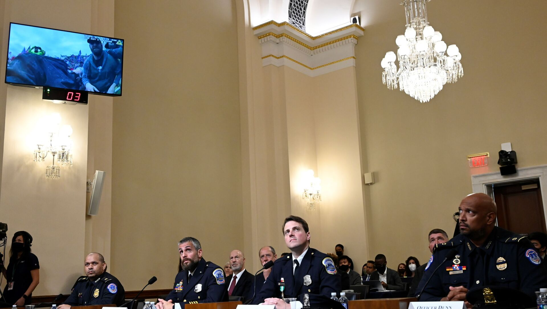 U.S. Capitol Police officer Sgt. Aquilino Gonell, DC Metropolitan Police Department officer Michael Fanone, DC Metropolitan Police Department officer Daniel Hodges and US Capitol Police officer Harry Dunn  watch a video of the Jan. 6 Attack during a hearing of the House select committee investigating the Jan. 6 attack, on the Capitol Hill, in Washington, U.S., July 27, 2021.  - Sputnik International, 1920, 27.07.2021