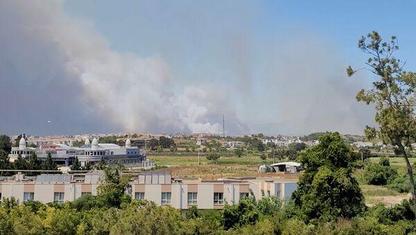 Smoke from a wildfire is seen in Manavgat, Antalya, Turkey July 28, 2021 in this still image taken from social media video.  - Sputnik International