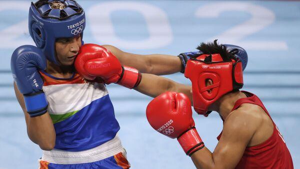 Tokyo 2020 Olympics - Boxing - Women's Lightweight - Last 16 - Kokugikan Arena - Tokyo, Japan - July 30, 2021.   Simranjit Kaur Baatth of India and Sudaporn Seesondee of Thailand in action.  - Sputnik International