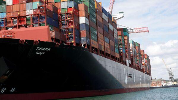 A ship at the port of Southampton - Sputnik International