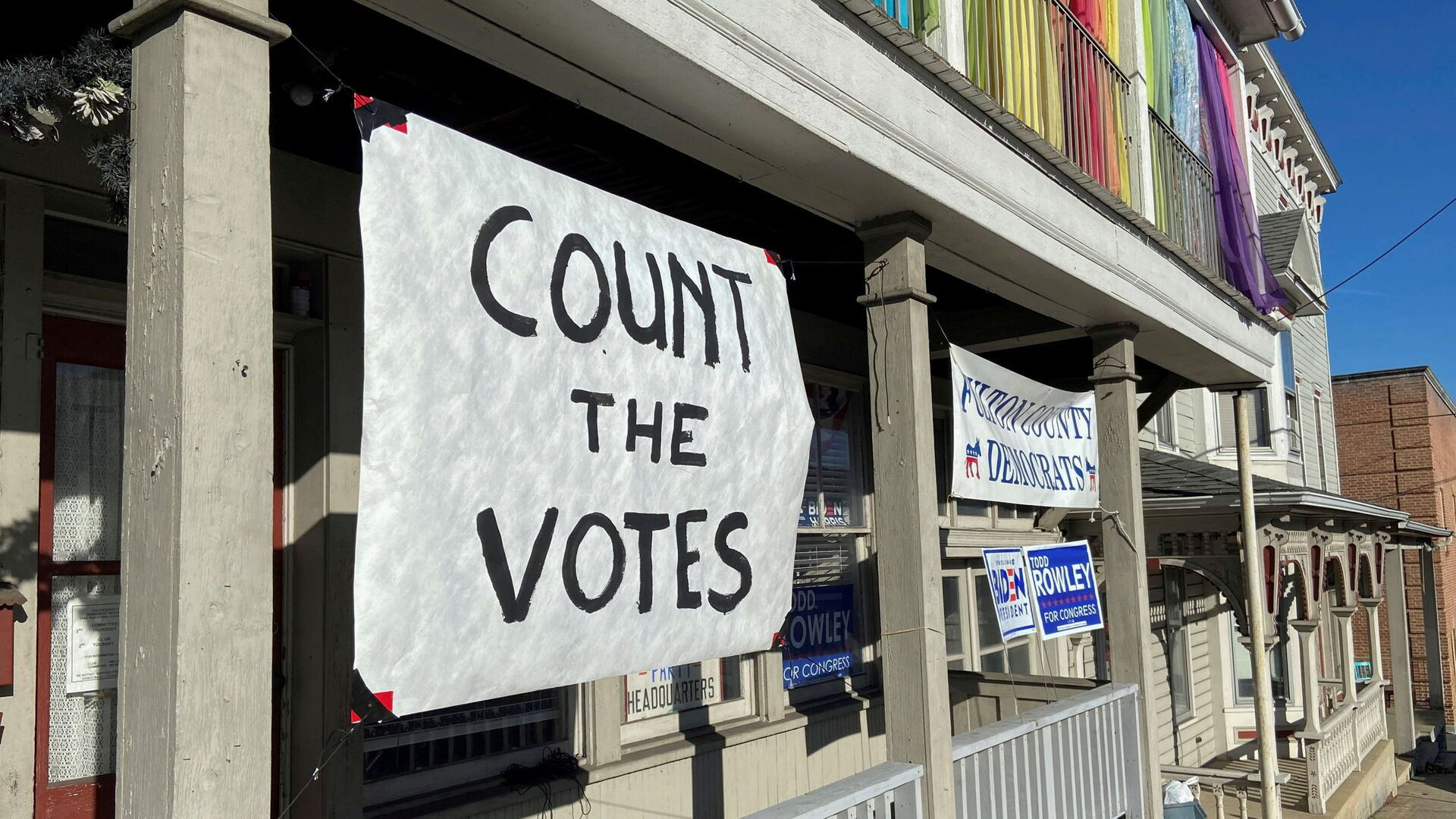 A sign urging people to vote is seen on the porch of the Democratic Party's Fulton County headquarters on Election Day in McConnellsburg, Pennsylvania November 3, 2020. Picture taken November 3, 2020. - Sputnik International, 1920, 01.08.2021