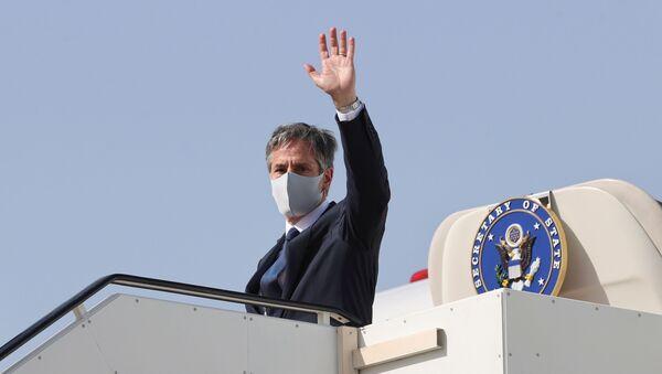 U.S. Secretary of State Antony Blinken boards his plane to depart for his return to the United States from Kuwait International Airport in Kuwait City, Kuwait, July 29, 2021 - Sputnik International