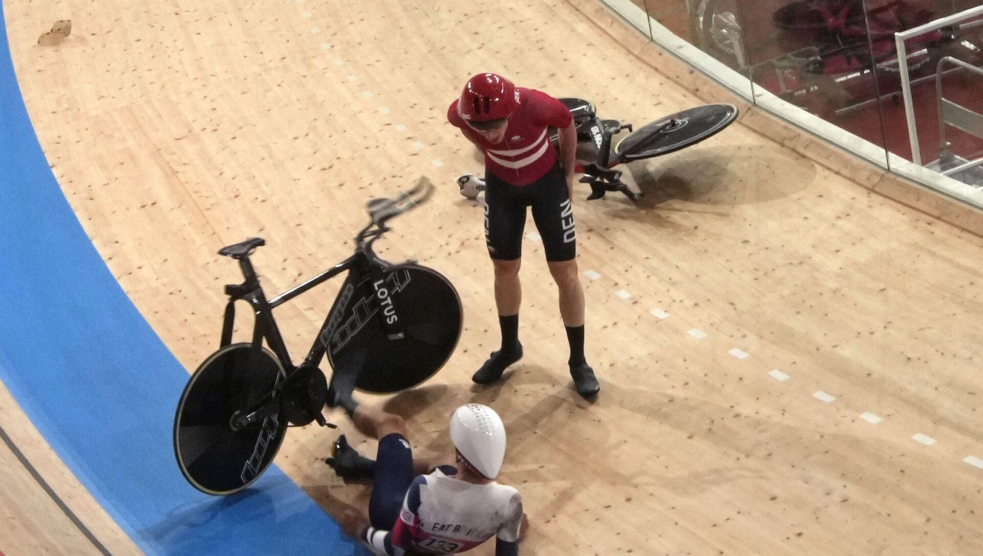 Frederik Madsen of Team Denmark and Charlie Tanfield of Team Britain (133) get up after crashing during the track cycling men's team pursuit at the 2020 Summer Olympics, Tuesday, Aug. 3, 2021, in Izu, Japan. - Sputnik International, 1920, 03.08.2021