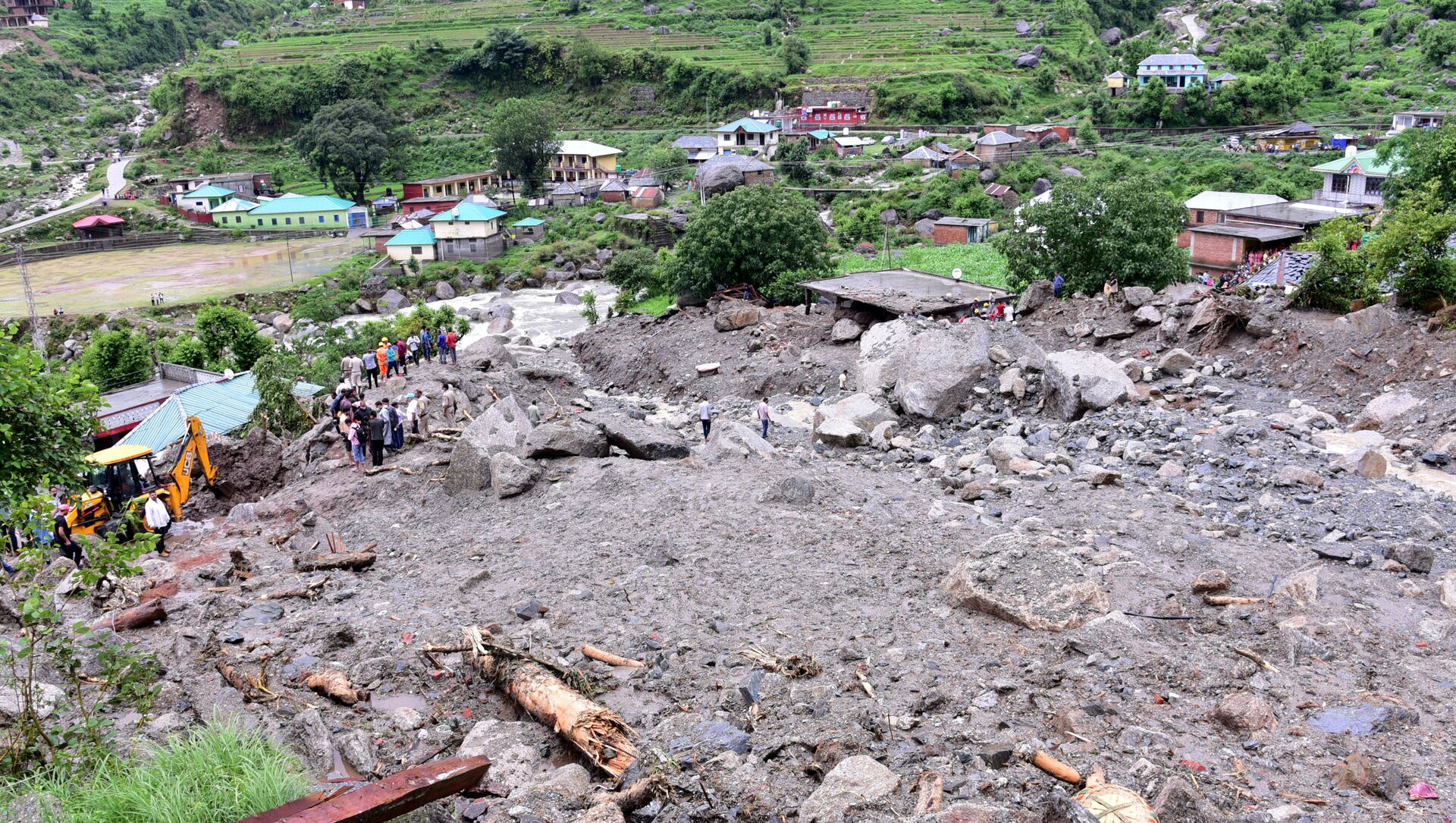 Rescue workers search for survivors after a landslide caused by heavy rains at Rulehar village in the Kangra district of the northern state of Himachal Pradesh, India, July 13, 2021.  - Sputnik International, 1920, 04.08.2021