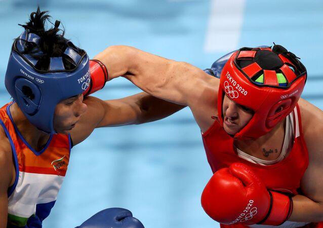Tokyo 2020 Olympics -  Boxing - Women's Welterweight - Semifinal - Kokugikan Arena - Tokyo, Japan - 4 August 2021 - Busenaz Surmeneli of Turkey in action against Lovlina Borgohain of India