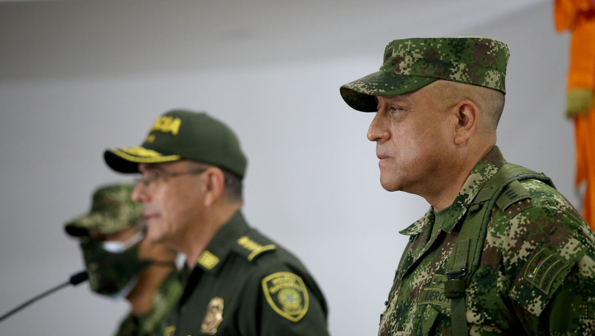 Commander of the Colombian Military Forces, General Luis Fernando Navarro listens as Colombia's National Police Director General Jorge Luis Vargas speaks during a news conference about the participation of several Colombians in the assassination of Haitian President Jovenel Moise, in Bogota, Colombia July 9, 2021. - Sputnik International, 1920, 04.08.2021