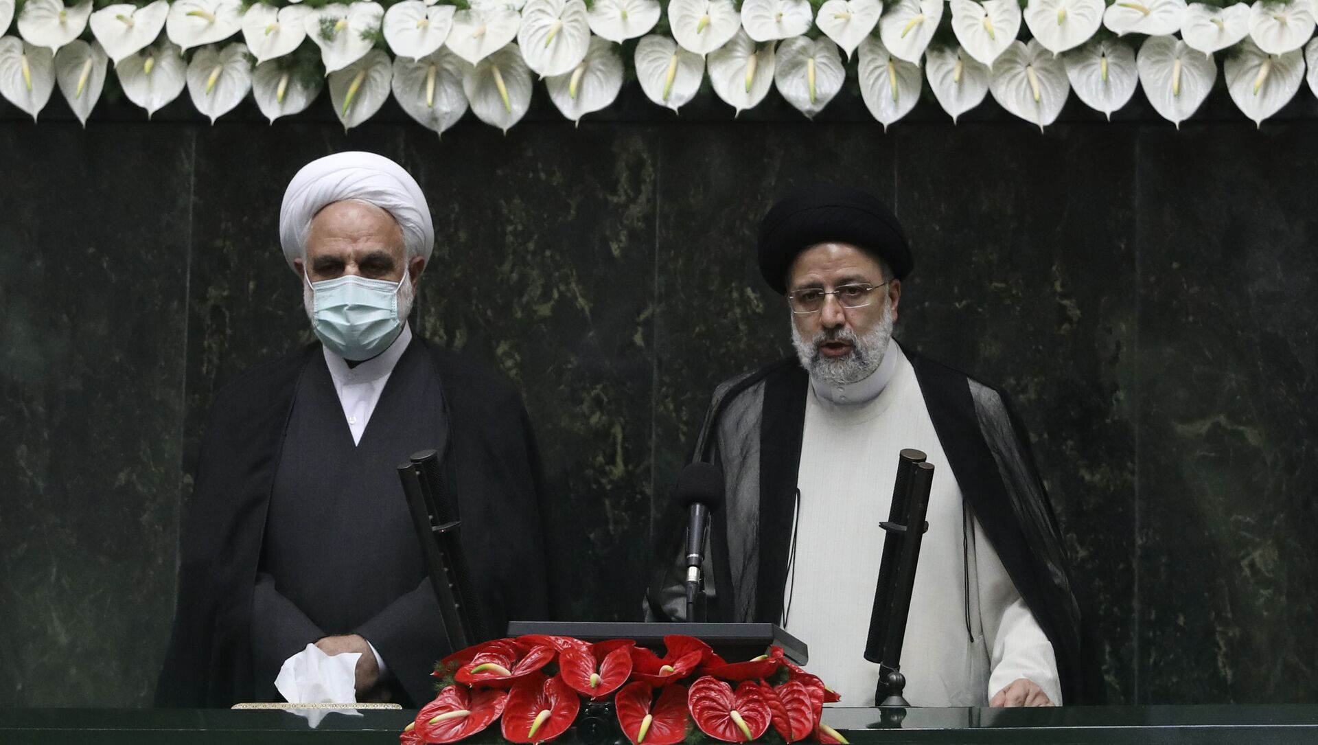 President Ebrahim Raisi, right, takes his oath as president, as Judiciary Chief Gholamhossein Mohseni Ejehi listens in a ceremony at the parliament in Tehran, Iran, Thursday, Aug. 5, 2021.  - Sputnik International, 1920, 05.08.2021