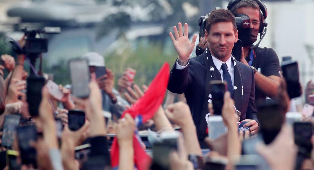 Lionel Messi waves to fans outside PSG's stadium, Le Parc des Princes, after the press conference, Paris, France on 11 August 2021.