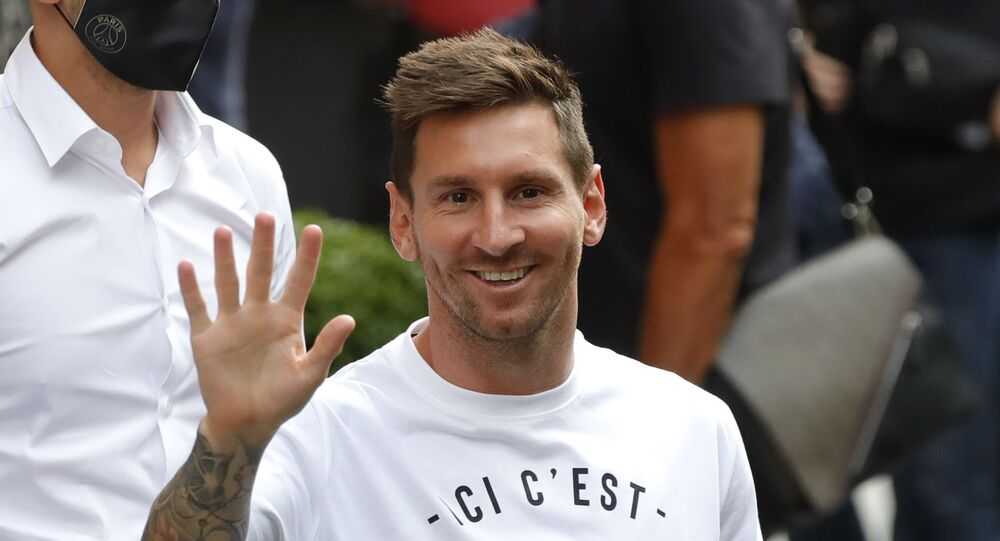 Soccer Football - Lionel Messi arrives in Paris to join Paris St Germain - Paris, France - August 10, 2021 Lionel Messi arrives at the Royal Monceau Hotel