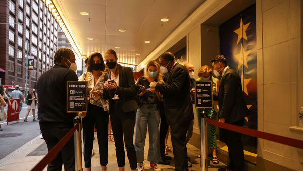 Guests have their vaccine cards and identification checked before entering the theatre at the opening night of previews for Pass Over, following the 17-month shutdown of Broadway due to the coronavirus disease (COVID-19) at the August Wilson Theatre in New York City, U.S., August 4, 2021. - Sputnik International