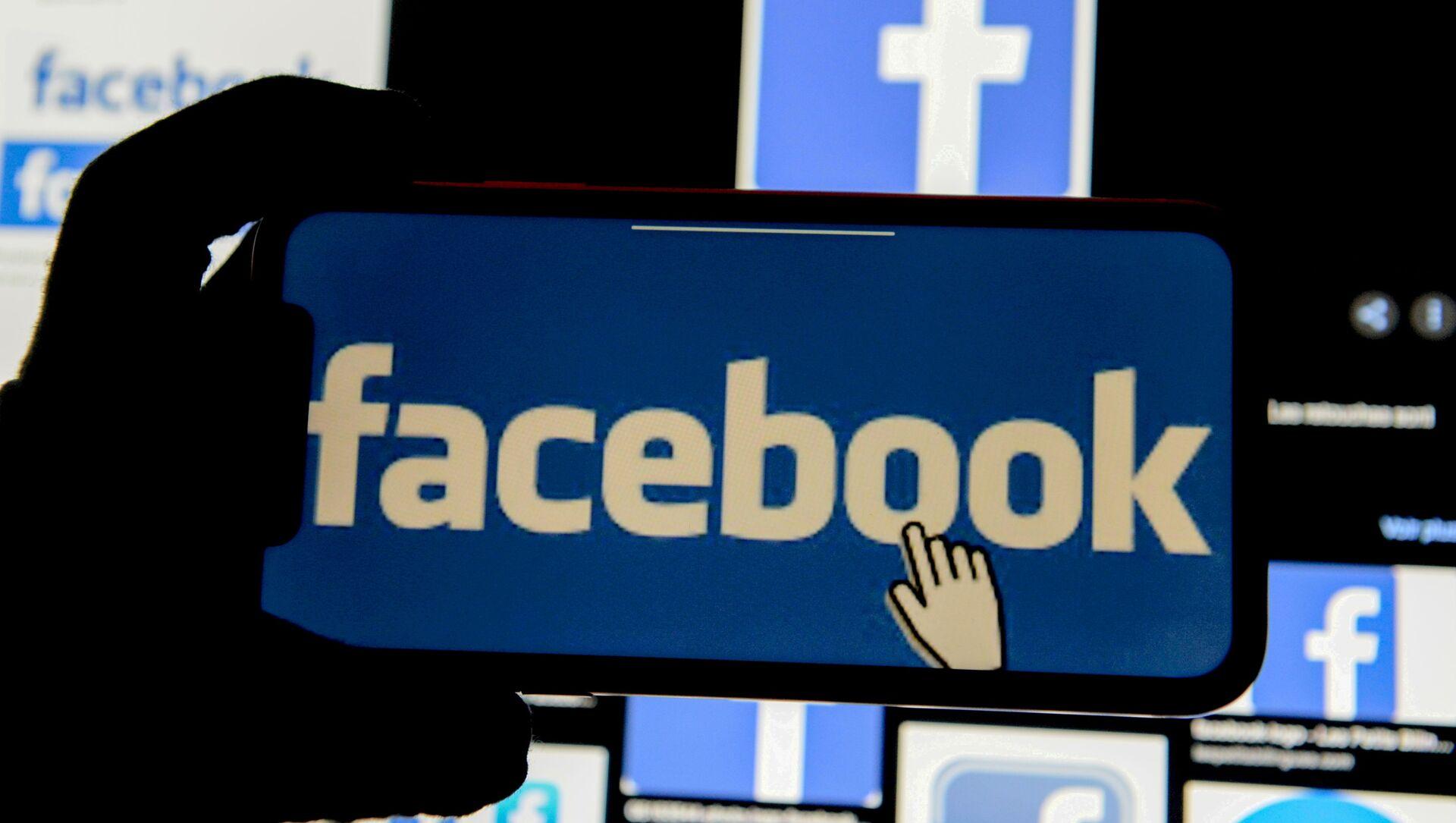 The Facebook logo is displayed on a mobile phone in this picture illustration taken 2 December 2019. - Sputnik International, 1920, 04.09.2021