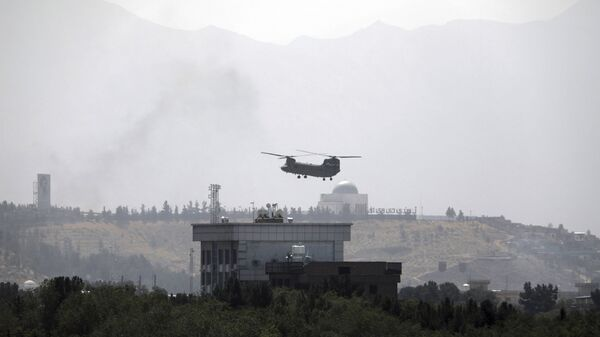 A U.S. Chinook helicopter flies over the U.S. Embassy in Kabul, Afghanistan, Sunday, Aug. 15, 2021.  - Sputnik International