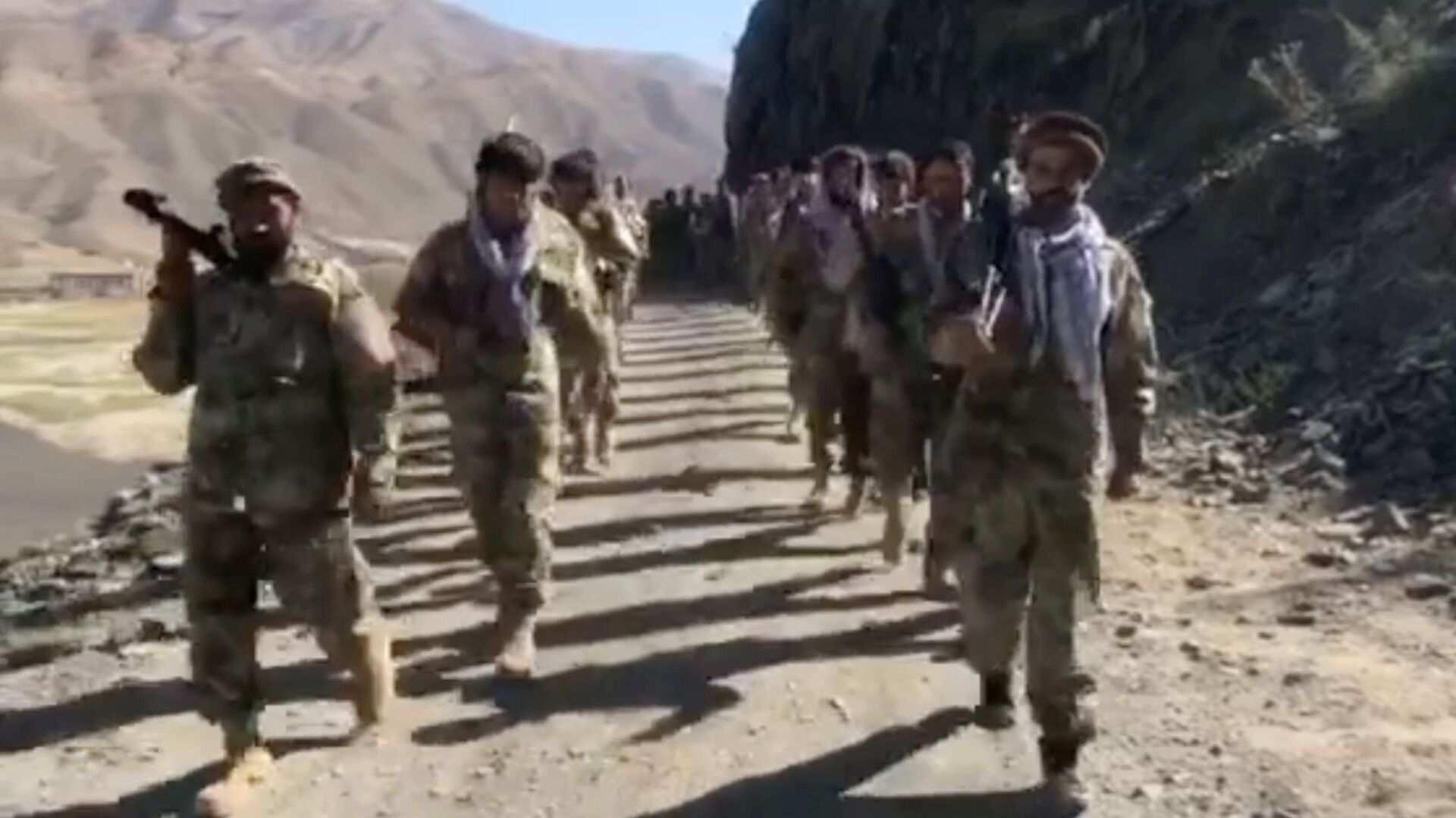 Anti-Taliban resistance troops walk in Panjshir Valley, Afghanistan August 25, 2021 in this still image taken from video - Sputnik International, 1920, 02.09.2021