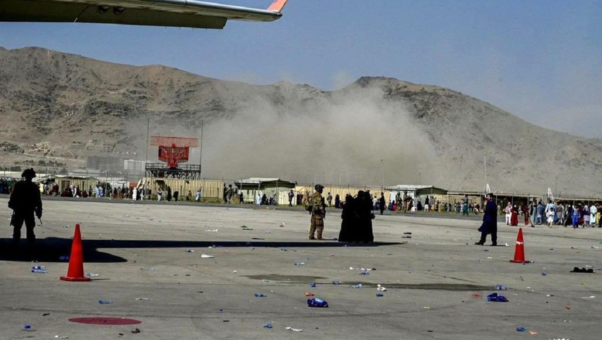 The moment when the explosion occurred at Kabul airport - Sputnik International, 1920, 26.08.2021