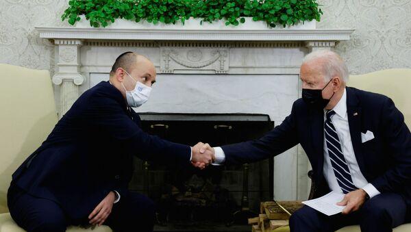 U.S. President Joe Biden and Israel's Prime Minister Naftali Bennett shake hands during a meeting in the Oval Office at the White House in Washington, U.S. August 27, 2021. - Sputnik International