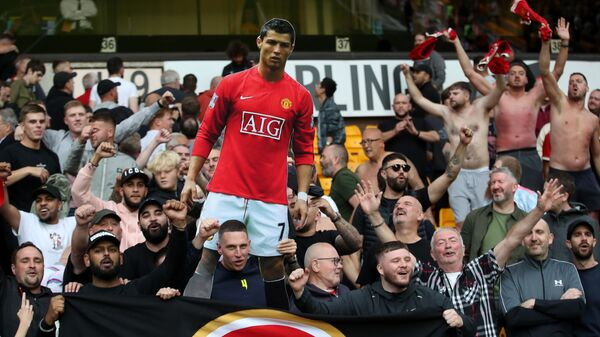Manchester United fans celebrate with a cardboard cut out of Cristiano Ronaldo after the match - Sputnik International