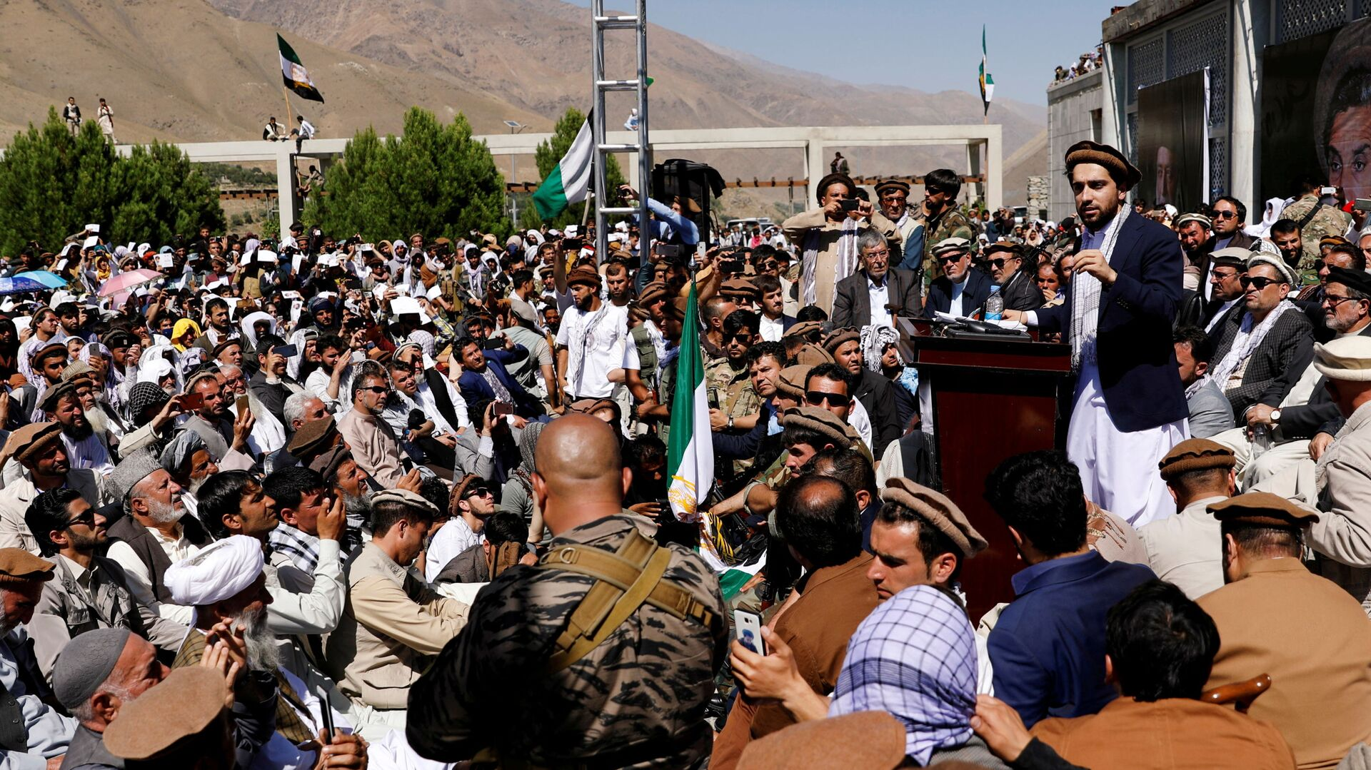 Ahmad Massoud, son of the slain hero of the anti-Soviet resistance Ahmad Shah Massoud, speaks to his supporters in Bazarak, Panjshir province Afghanistan September 5, 2019. Picture taken September 5, 2019. - Sputnik International, 1920, 15.09.2021