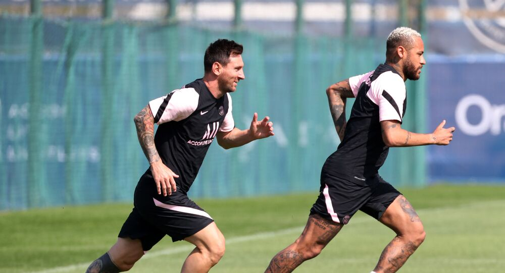 Lionel Messi and Neymar during training