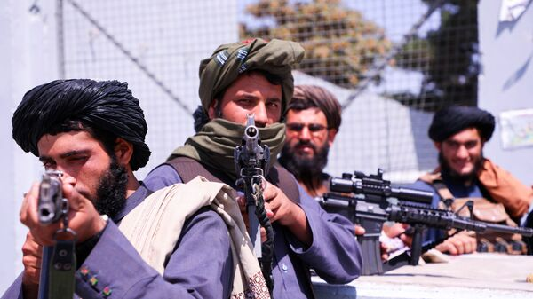 Taliban forces stand guard in front of Hamid Karzai International Airport in Kabul, Afghanistan - Sputnik International
