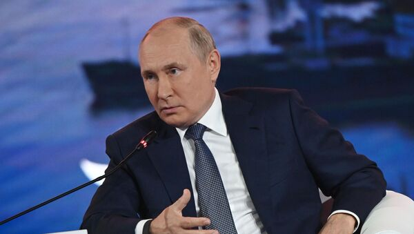 Russian President Vladimir Putin attends a plenary session during Far Eastern Economic Forum, in Vladivostok, Russia. - Sputnik International