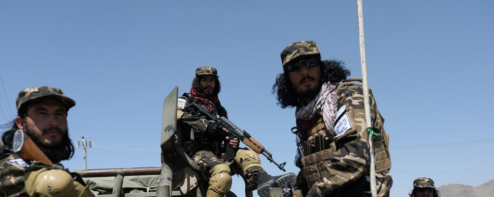 Members of the Taliban Intelligence Special Forces guard the military airfield in Kabul - Sputnik International, 1920, 13.09.2021