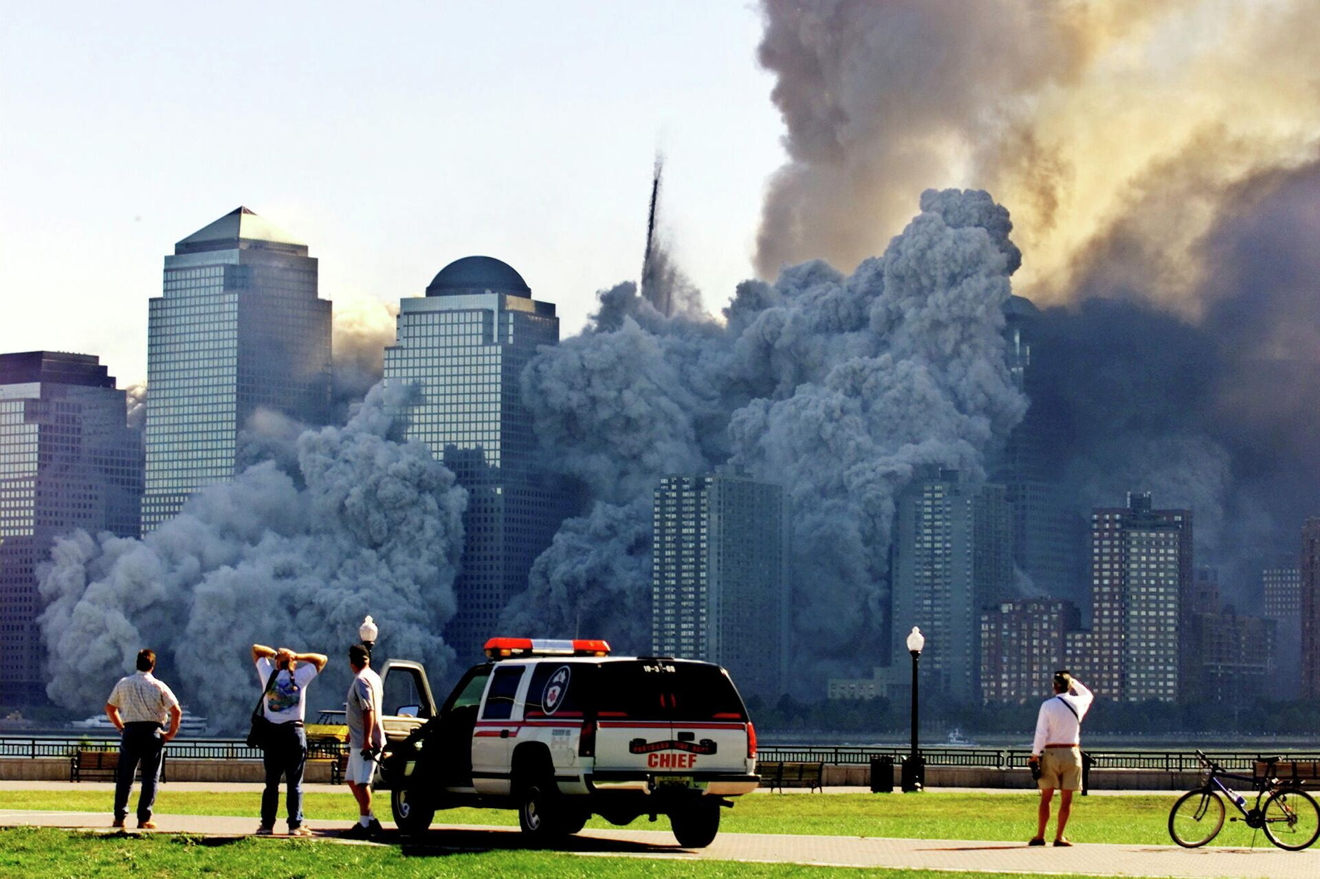 FILE PHOTO: The remaining tower of New York's World Trade Center, Tower 2, dissolves in a cloud of dust and debris about half an hour after the first twin tower collapsed, as seen from Jersey City, New Jersey, U.S. September 11, 2001.  - Sputnik International, 1920, 13.09.2021