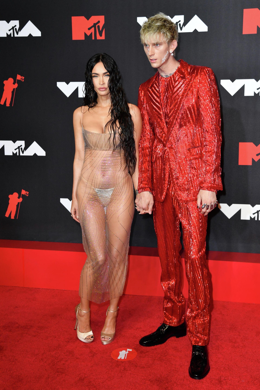 US actress Megan Fox (L) and US singer Machine Gun Kelly arrive for the 2021 MTV Video Music Awards at Barclays Center in Brooklyn, New York, September 12, 2021 - Sputnik International, 1920, 13.09.2021