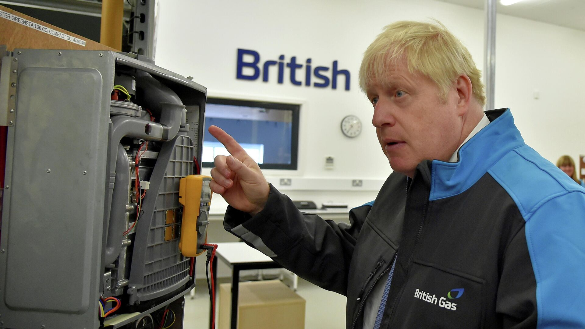 Boris Johnson gestures during a visit to a British Gas training academy in Leicestershire - Sputnik International, 1920, 14.09.2021