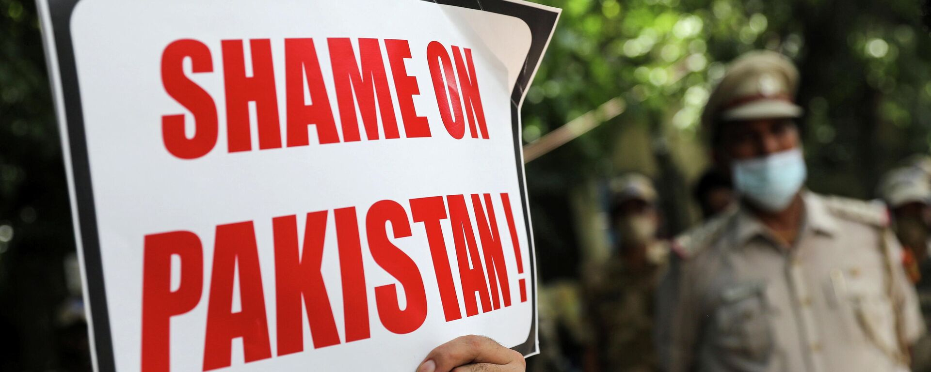 An Afghan national holds a sign during a protest against Pakistan and Taliban near a police station in New Delhi, India, September 14, 2021. - Sputnik International, 1920, 14.09.2021
