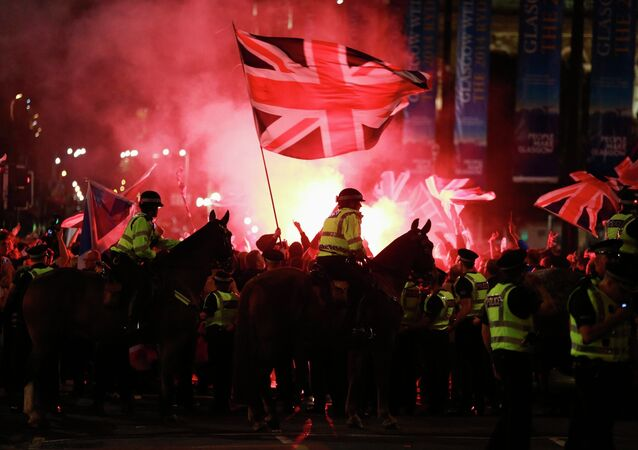 Police struggled to control a mass pro-union rally celebrating Scotland's No vote rejecting independence from the United Kingdom in tensions which began between the pro-independence Yes voters and the pro-union supporters who fired a flare in Glasgow.