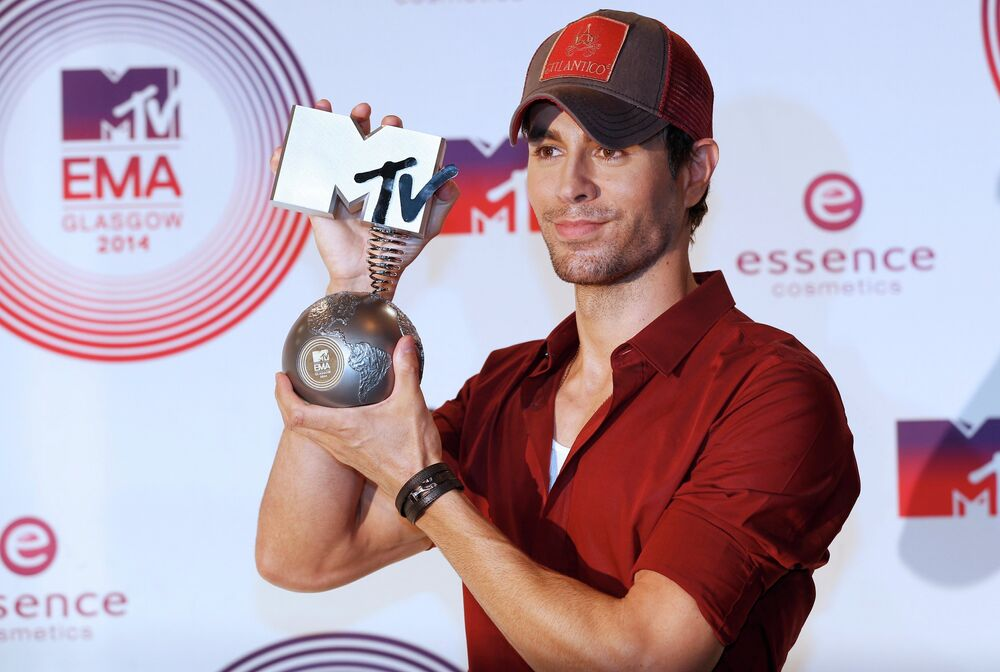 Enrique Iglesias at the ceremony of MTV Europe Music Awards - 2014