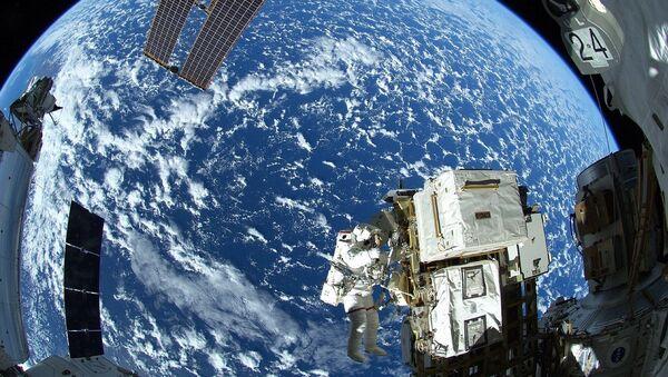 Spacewalker Astronaut Reid Wiseman of NASA outside the International Space Station - Sputnik International