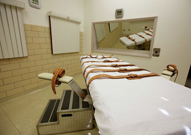 This Oct. 9, 2012 file photo show the lethal injection chamber of the South Dakota State Penitentiary in Sioux Falls. Attorney General Marty Jackley has asked South Dakota court officials to set a spring execution date for Rodney Berget, convicted and sentenced to death for the April 2011 killing of Sioux Falls prison guard Ronald Johnson.