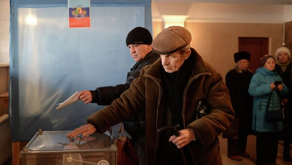 Lugansk residents vote on elections of the head of the Luhansk People's Republic and deputies of National Council of the republic - Sputnik International