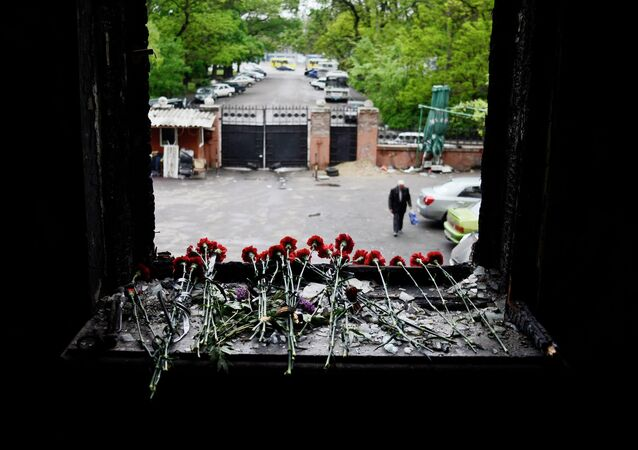 Residents of Odessa bring flowers in memory of people killed by the fire in the House of Trade Unions building.